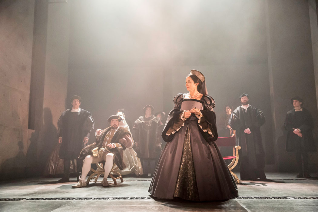 WOLF HALL: Lydia-Leonard as Anne Boleyn, Ben Miles as Thomas-Cromwell, Nathaniel Parker as Henry-VIII, Matthew Pidgeon as Stephen Gardiner. Photographer: Johan Persson