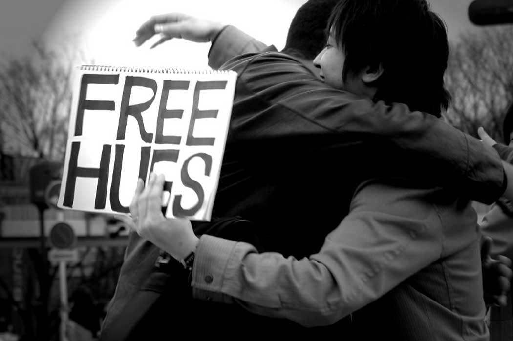 Free_Hugs,_in_Hibiyakoen,_Tokyo_Prefecture