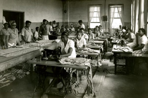 Female prisoners at Parchman sewing, c. 1930 By Mississippi Department of Archives and History [see page for license], via Wikimedia Commons