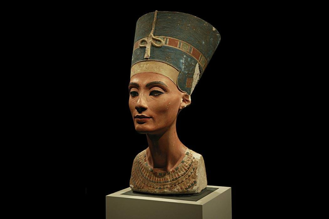 "Bust of queen Nefertiti in the Neues Museum, Berlin  ""Nefertiti 30-01-2006"" by Arkadiy Etumyan - Own work. Licensed under CC BY-SA 3.0 via <a href=""https://commons.wikimedia.org/wiki/File:Nefertiti_30-01-2006.jpg#/media/File:Nefertiti_30-01-2006.jpg"">Wikimedia Commons</a>"