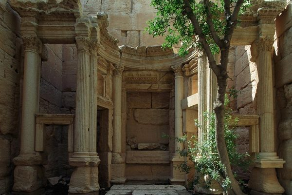 """""""Baal shamin temple02(js)"""" by Jerzy Strzelecki - Own work. Licensed under CC BY-SA 3.0 via <a href=""""https://commons.wikimedia.org/wiki/File:Baal_shamin_temple02(js).jpg#/media/File:Baal_shamin_temple02(js).jpg"""" target=""""_blank"""">Commons</a>"""