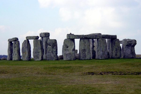 """Stonehenge Wide Angle"". Licensed under Public Domain via <a href=""https://commons.wikimedia.org/wiki/File:Stonehenge_Wide_Angle.jpg#/media/File:Stonehenge_Wide_Angle.jpg"" target=""_blank"">Wikimedia Commons</a>"