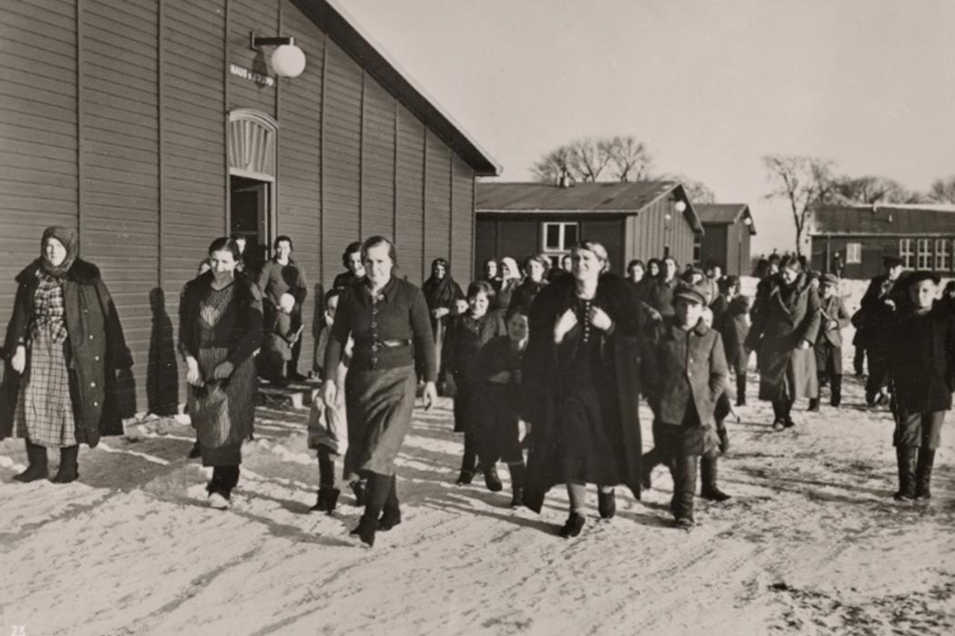 The great resettlement of the ethnic Germans from the East began its second phase. Following the Baltic Germans, well over 100,000 Volhynian Germans came back into the Reich. The men started the trek to the new settlements, while the women and children found a caring reception in the large transit camps.