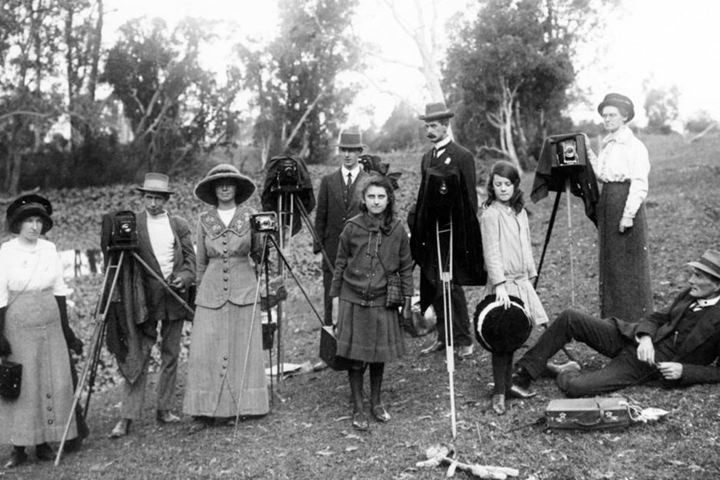 Group of men and women photographed with their cameras, possibly in the Redcliffe area, 1910-1920.