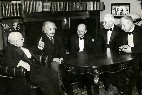 From left to right: W. Nernst, A. Einstein, M. Planck, R.A. Millikan and von Laue at a dinner given by von Laue