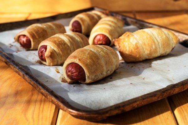 A tray of pigs in a blanket.