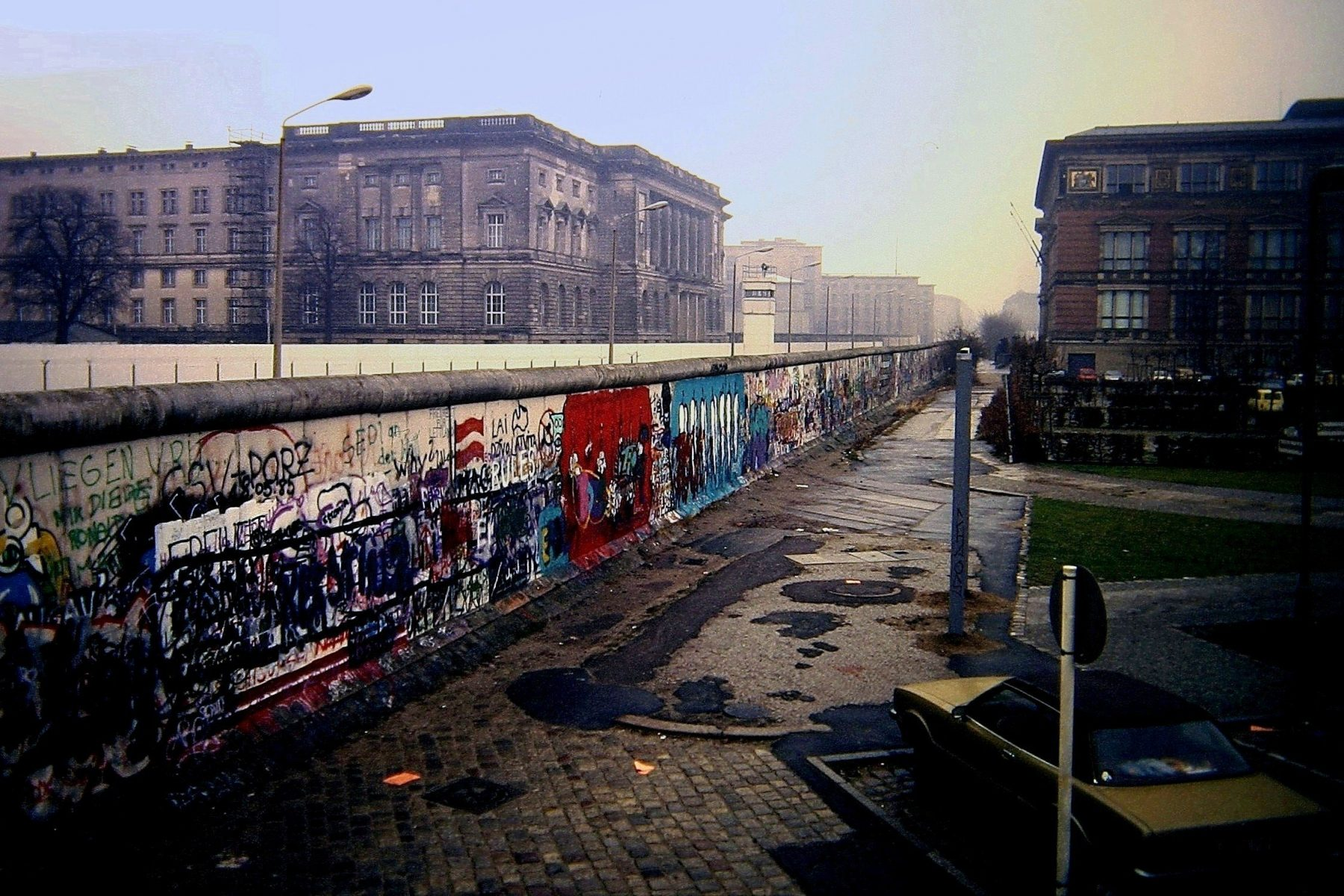 The Rise and Fall of the Berlin Wall - Photo Essays]