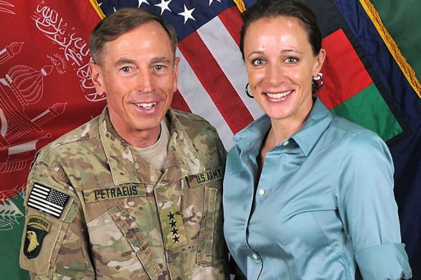 David_Petraeus_and_Paula_Broadwell_1050x700