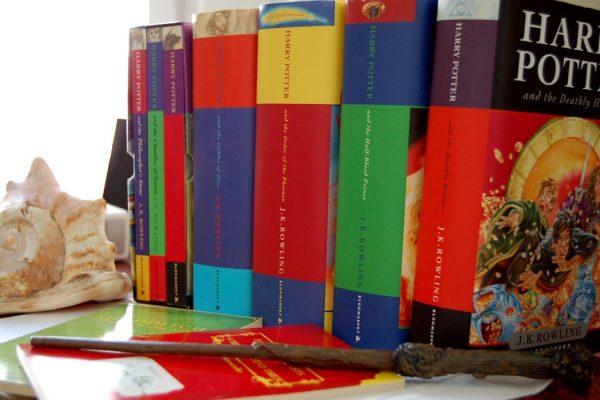 harrypotterbooks1050x700