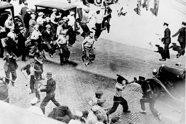 Strikers fight police in Minneapolis, c. 1934