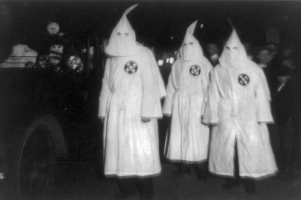 KKK members parade in Virginia, 1922