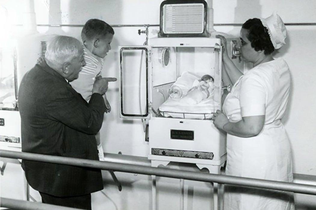 Couney incubator
