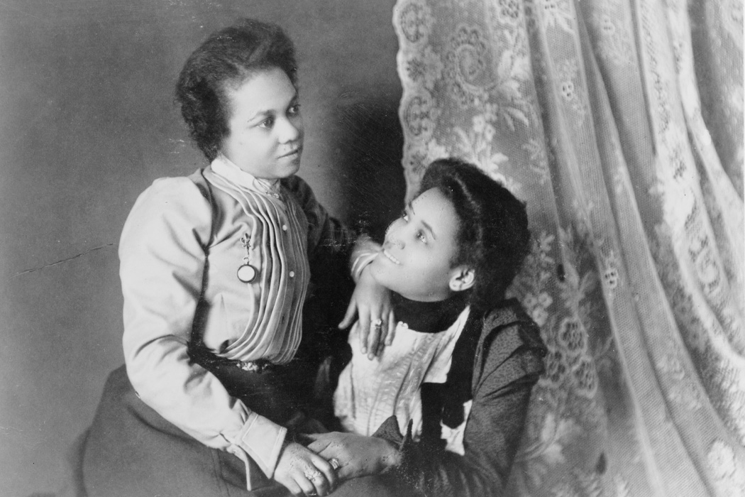 Source: https://commons.wikimedia.org/wiki/File:Two_African_American_women,_three-quarter_length_portrait,_seated,_facing_each_other_LCCN99472087.tif