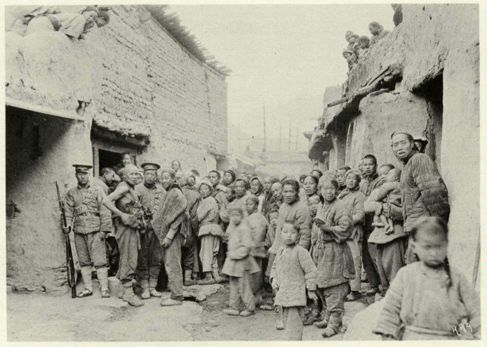 The people of Chingshui, Kansu, are gathered in front of the inn where Joseph Rock stayed, listening to his phonograph