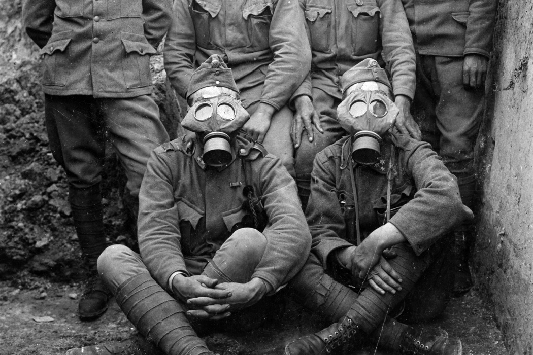 World War 1 soldiers wearing gas masks