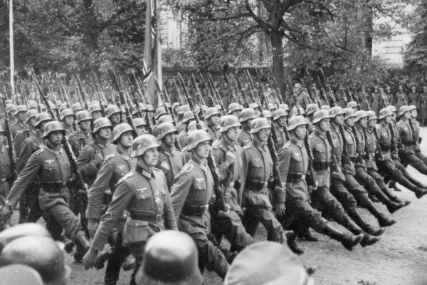 German troops parade through Warsaw, Poland, 09-1939