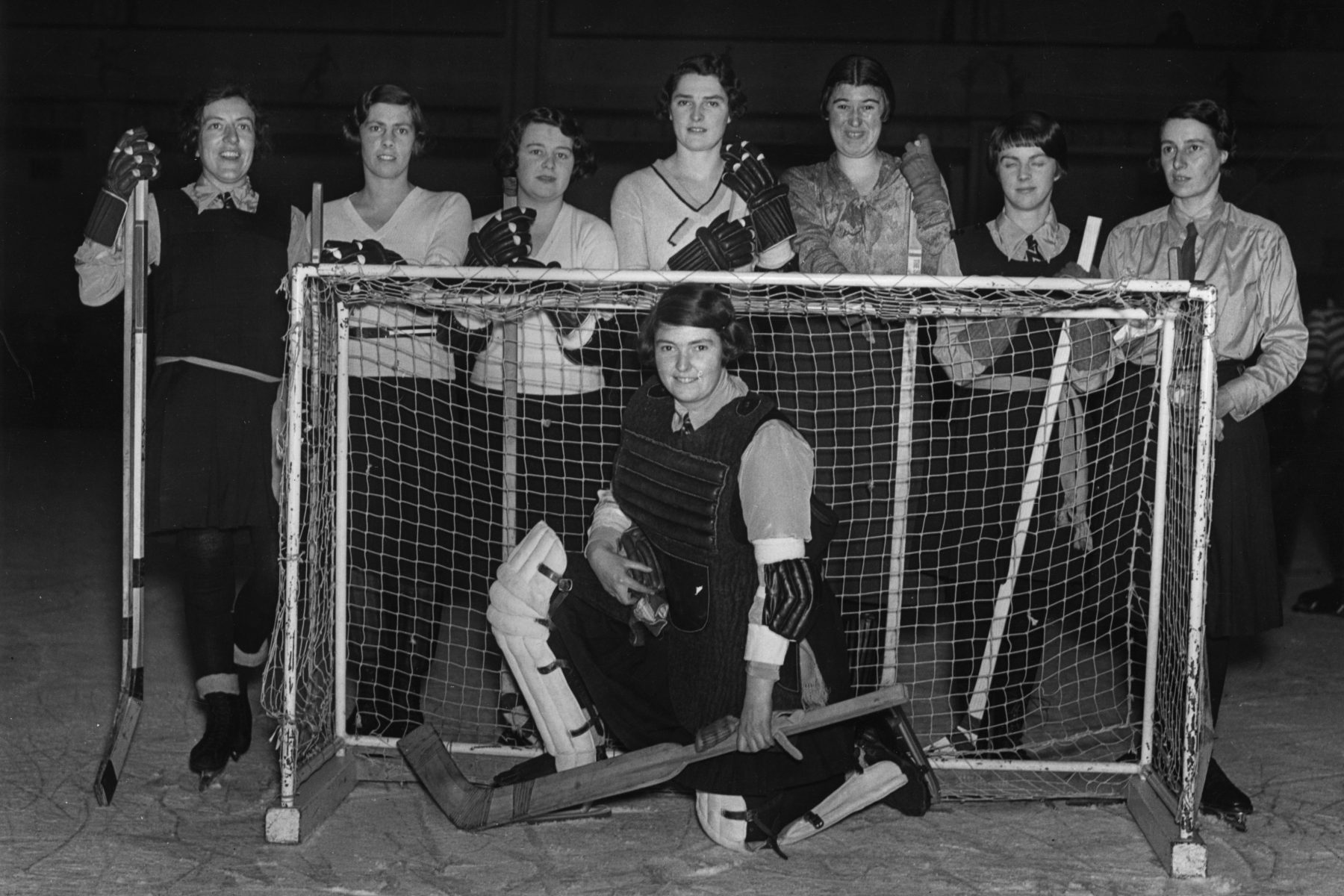 A women's hockey team, 1931