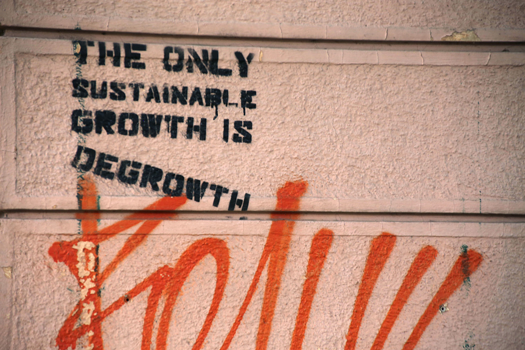 "Graffiti that says ""The Only Sustainable Growth is Degrowth"""