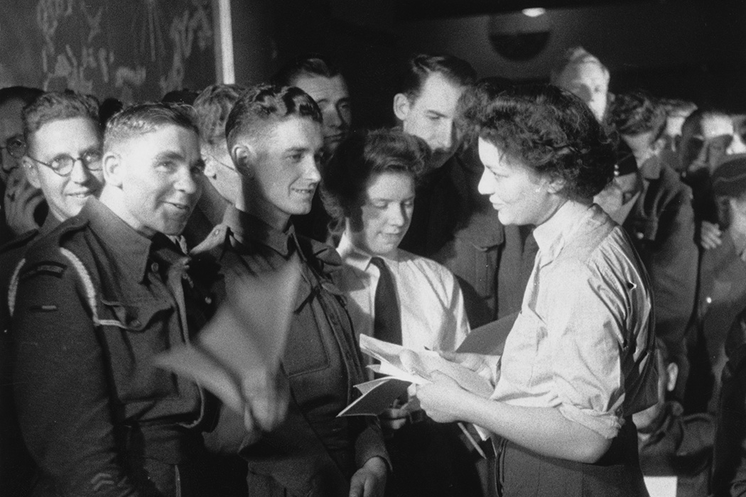 UK research organisation Mass-Observation conducts a survey at the Nuffield Centre, a Service Club in Soho, to find out the preferred 'pin-up girl' of a number of servicemen, September 1944.