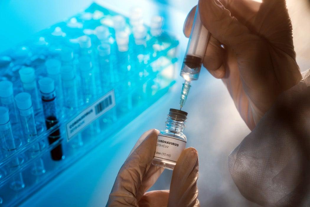ctor preparing the coronavirus COVID-19 vaccine