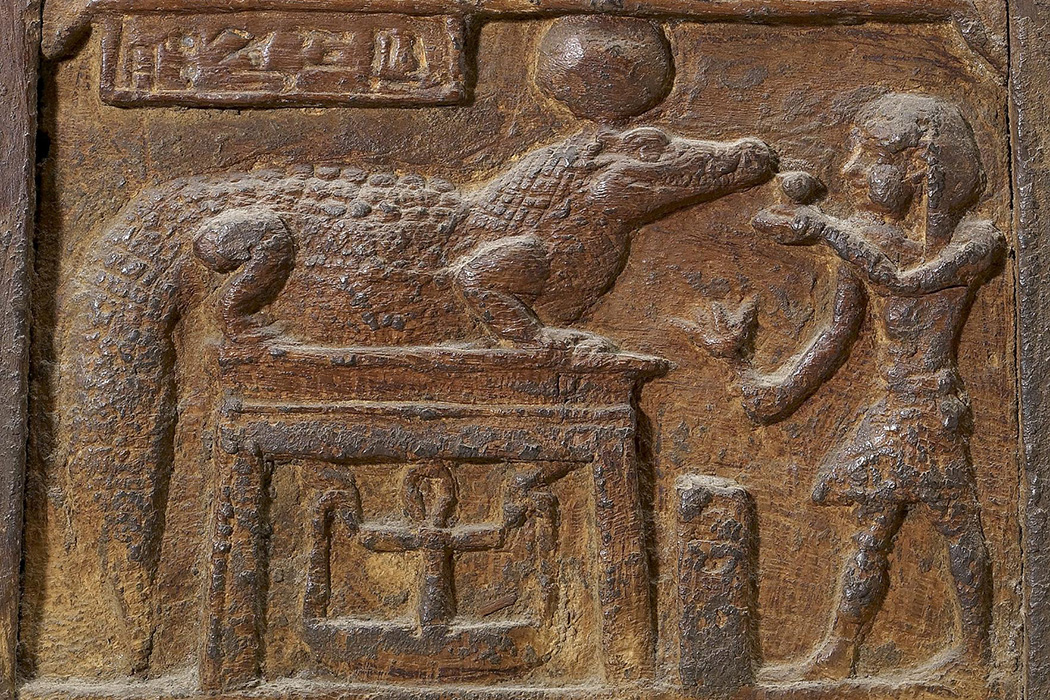 A chest depicting a king making an offering to the crocodile-god Sobek