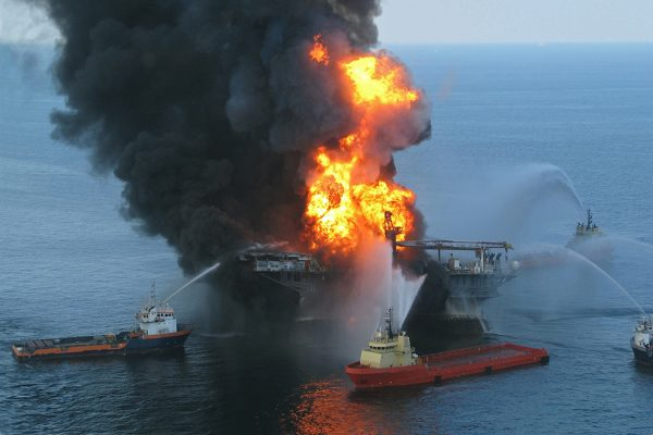 Source: https://commons.wikimedia.org/wiki/File:Deepwater_Horizon_offshore_drilling_unit_on_fire_2010.jpg